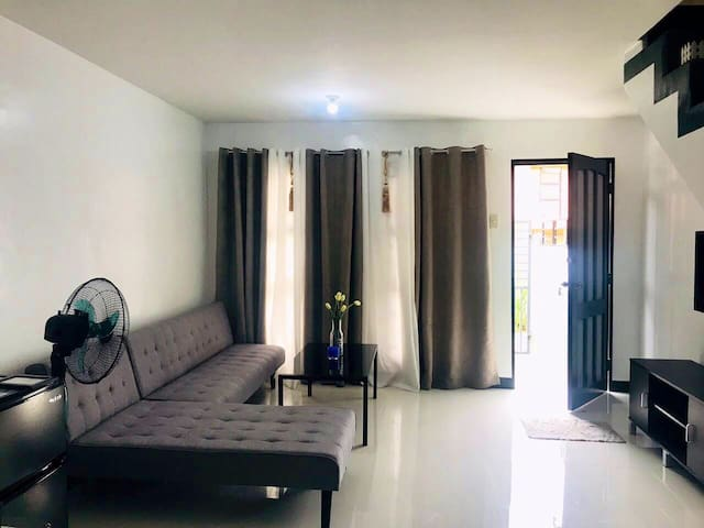 Townhouse For Rent Very Near Clark