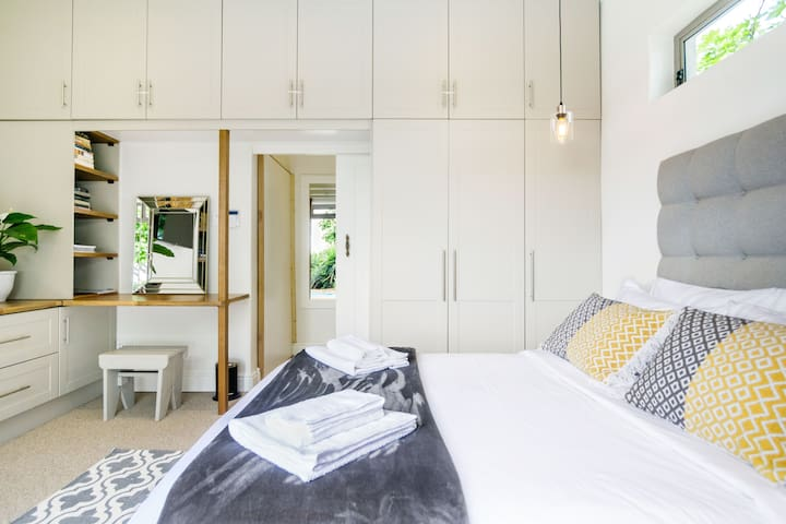 Stay In Style  Room in Cape Town House