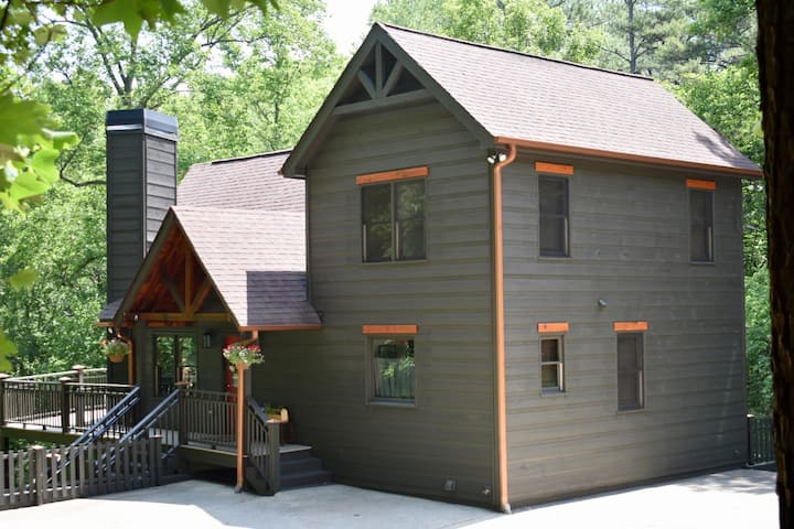 Comfy Mountainside cottage in Coosawattee Resort