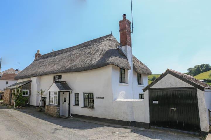 Traditional thatched cottage, near beach, S.Devon