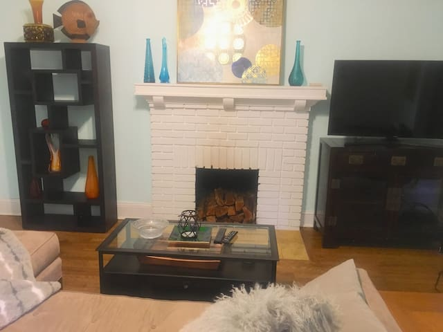 Room SmartTV WiFi Intown EAV Convenient to I-20