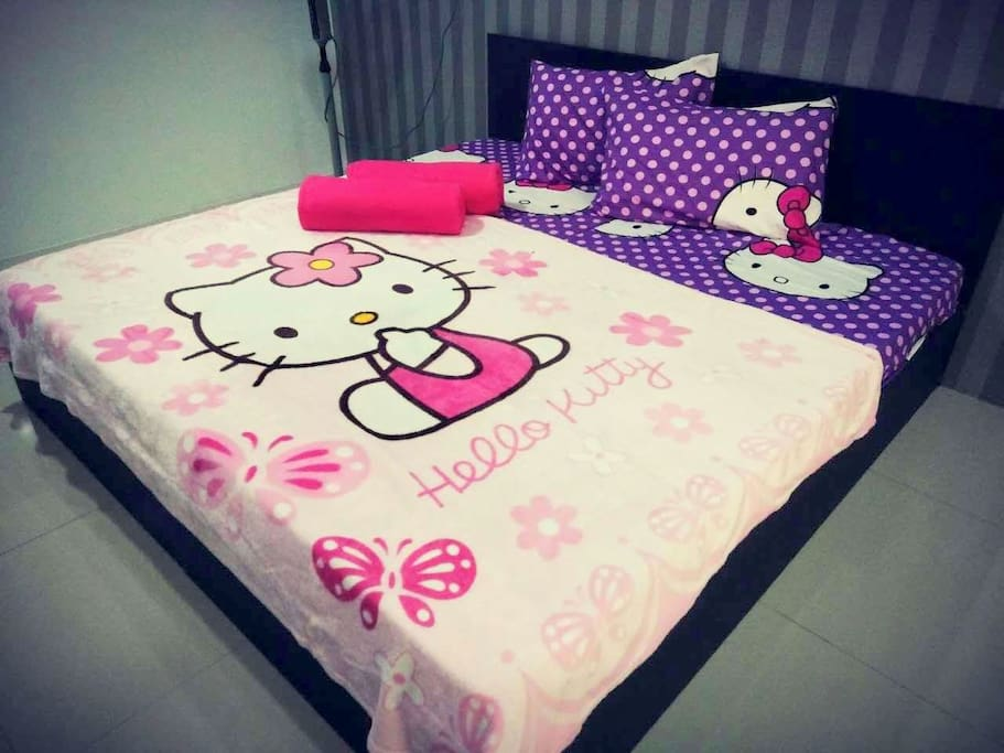 Hello Kitty bedsheets and pillows