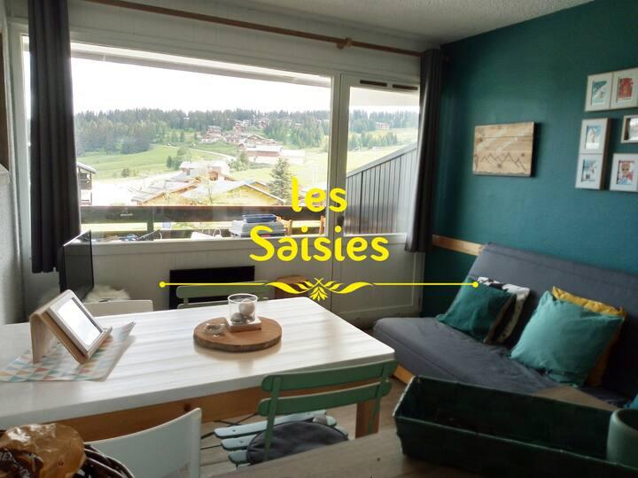 Joli studio cabine aux Saisies avec vue