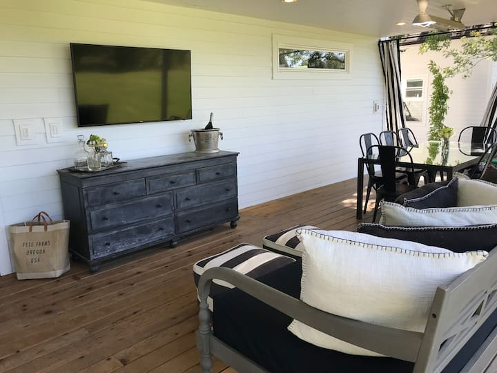 Five-Star Farmhouse at Stock Farms in Wine Country