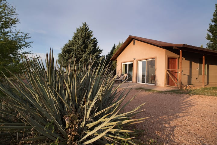 Clean Spacious Guest House+WiFi+Fire Pit w/Views