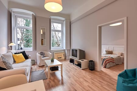 Brand New: Maros Apt. right at Buda Castle - Budapeszt