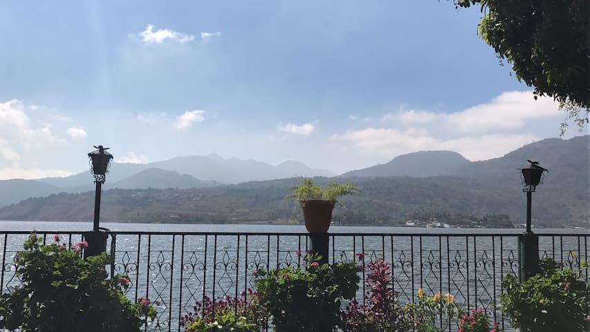 Casa a la orilla del lago de Amatitlán