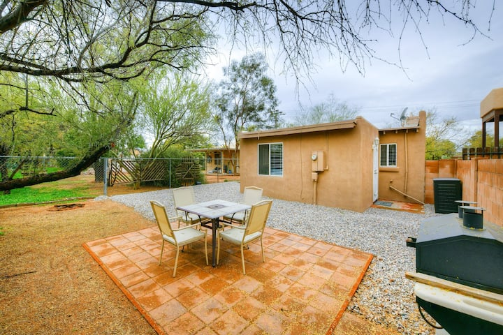 Cozy, dog friendly Tucson home with private BBQ & free wifi