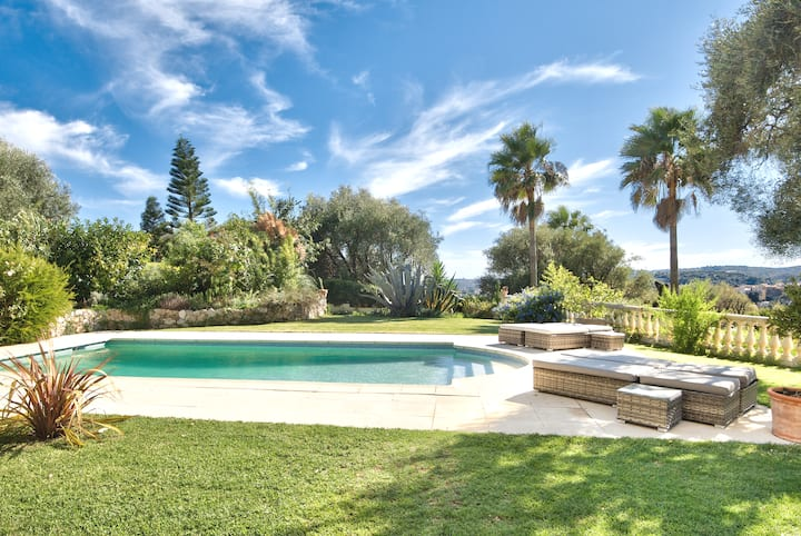 Family Villa & heated pool. Splendid view 180°