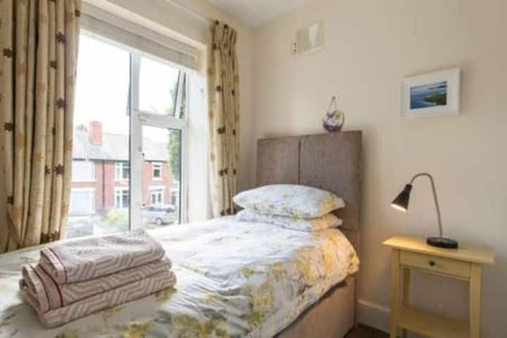 Beautiful SINGLE ROOM IN CLONTARF
