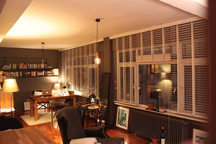 A beautiful flat with Bosphorus view in Cihangir - Beyoğlu - Casa