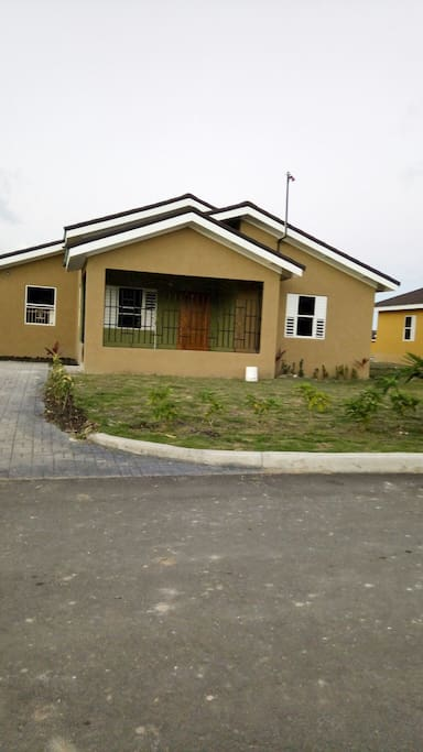 Gated community 24 hour security 10 minutes away from Ocho Rios 5 minutes away from Dunn's River falls and Misti mountain.