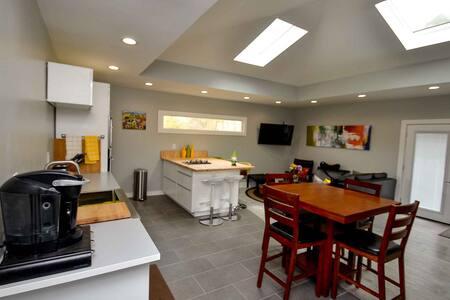 N. Greenville Luxury Suite  Furman/Swamp Rabbit Tr