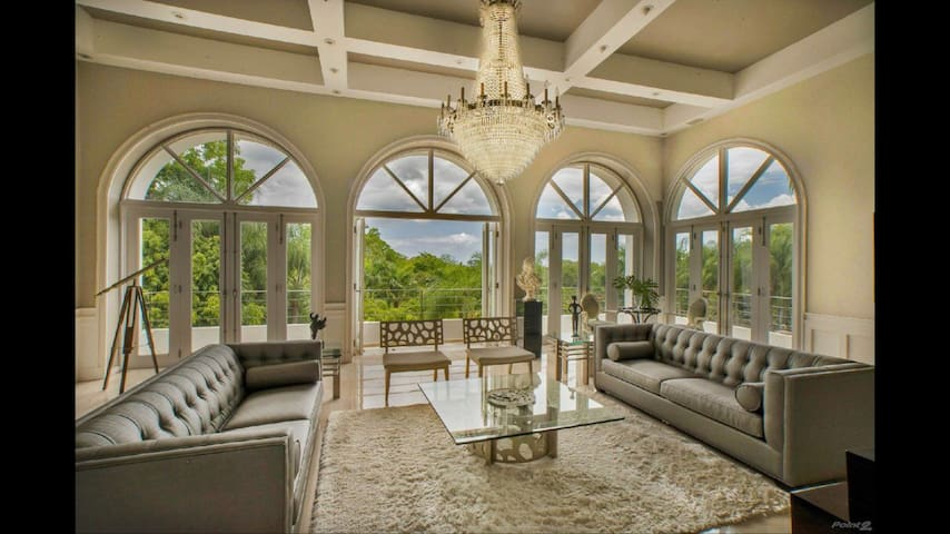Exclusive and Luxurious Mansion with Pool - Guaynabo - Hus