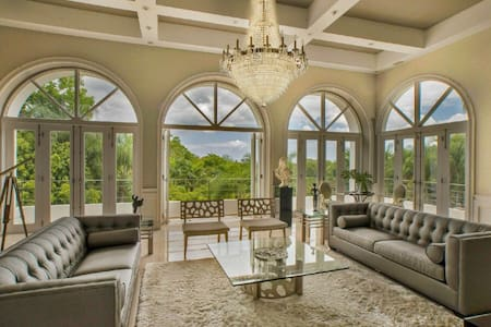 Exclusive and Luxurious Mansion with Pool - Guaynabo - Ház