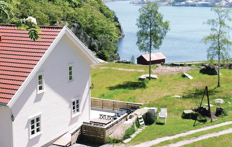 Holiday cottage with 6 bedrooms on 270 m² in Farsund