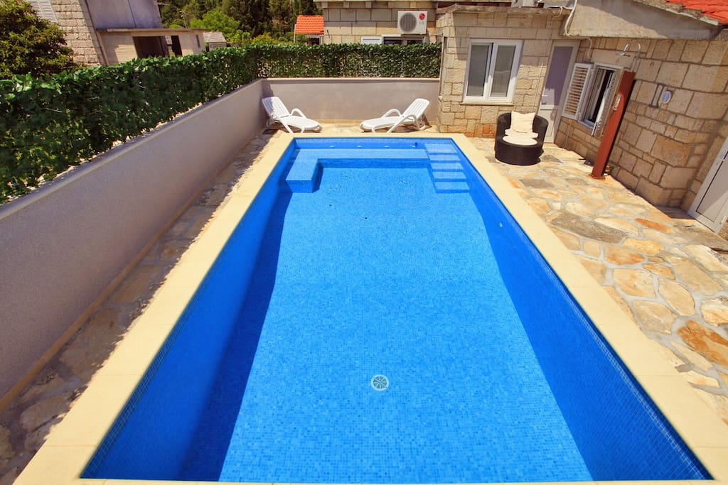Pool area with a outdoor furniture