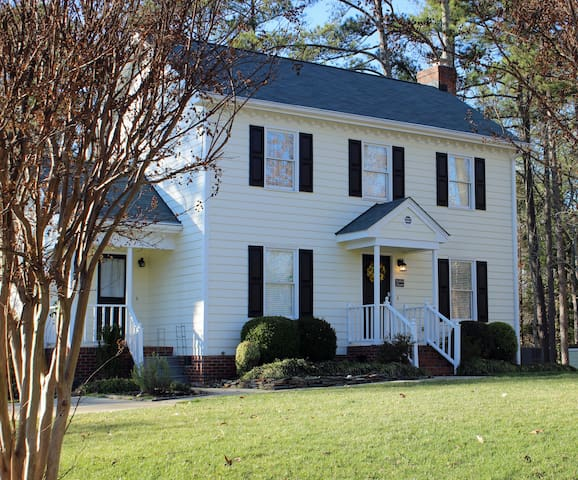 Southern Charm and Comfort in a Fabulous Location!