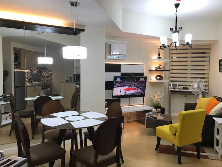 Traditional/Modern 1 BR unit The Grove by Rockwell