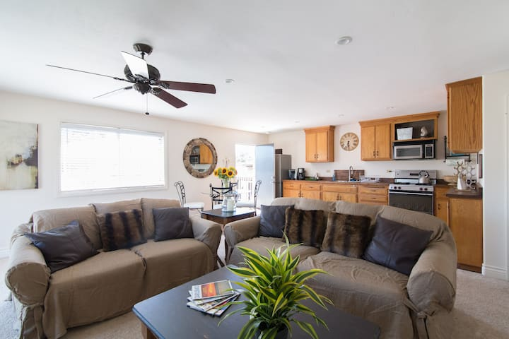 Beach guesthouse with full kitchen in Old Carlsbad