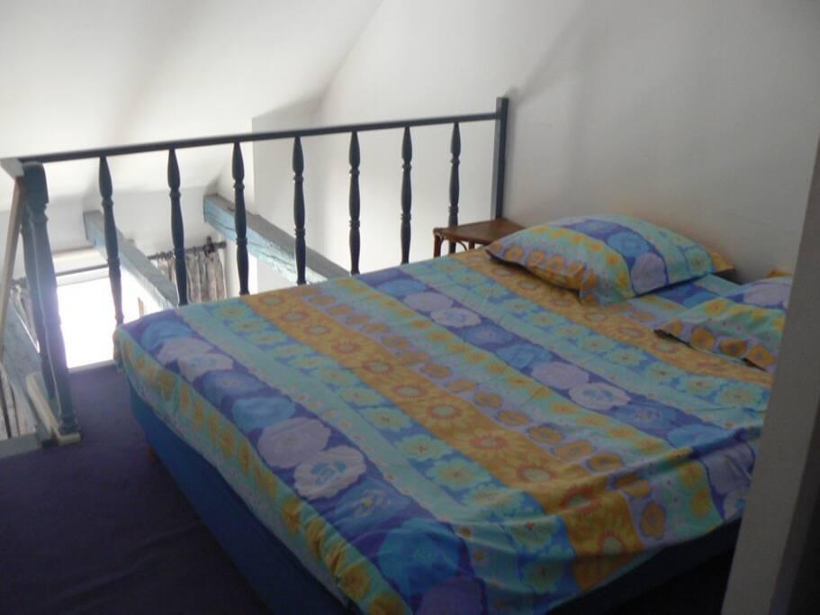 Grand lit en mezzanine