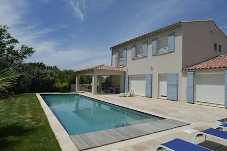 Villa avec grande chambre privative et piscine