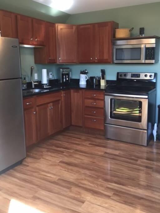 Full kitchen (coffee maker, toaster, full cabinets of stuff)