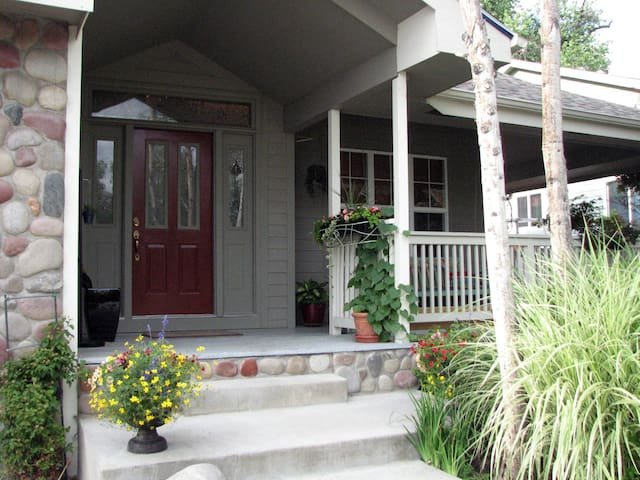 Private 1-BDR apt. in elegant home - Longmont - Leilighet