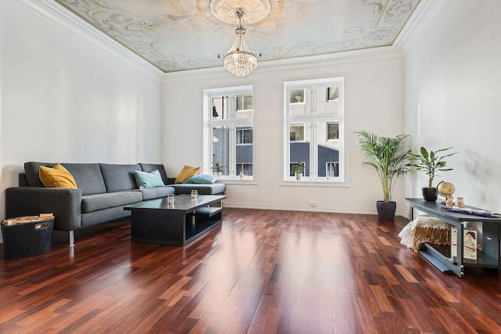 Classic, yet modern apartment in the city center.