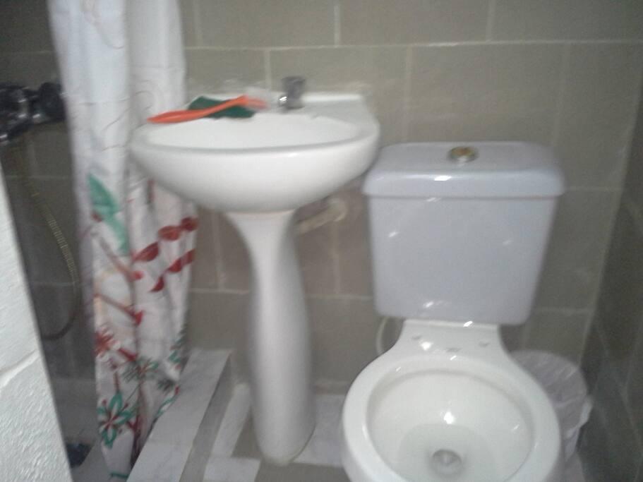 baño agua fria y caliente