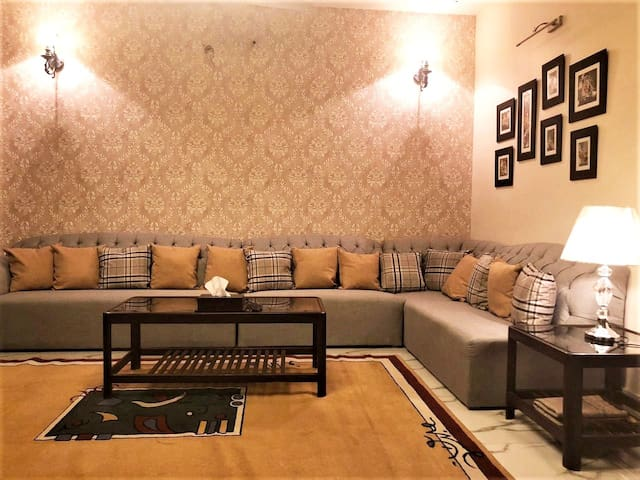 ★ 2BR Modern Furnished House, Bahria Town Lahore