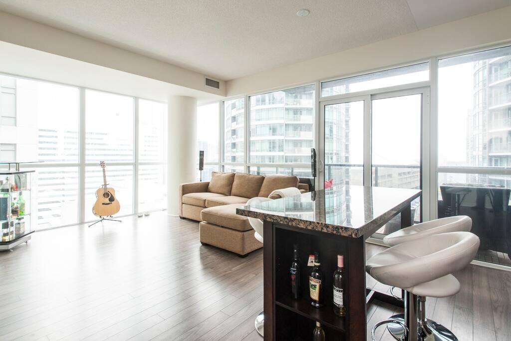 Spacious living area, with great corner-unit views