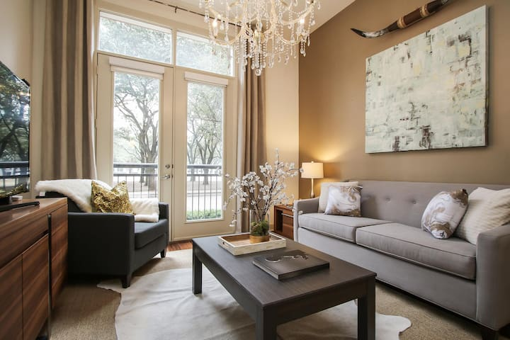 Exclusive 1BR/1BA Suite | Near Galleria and Waterwall