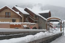 Village centre 3 Bedroom APT across from ski lifts