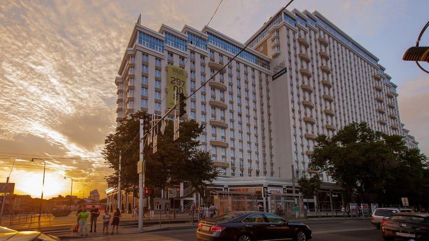 Новая студия в ЖК Большой, в центре, на ул Красной - Krasnodar - Apartment-Hotel