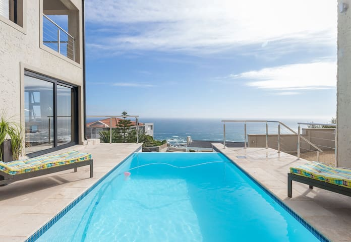Camps Bay Apartment - Panoramic Views