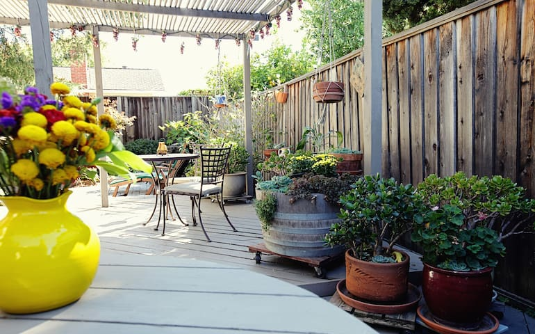 Sunnyvale Single Private Garden View— for Business