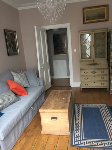 Comfortable characterful Fulham one bed apartment