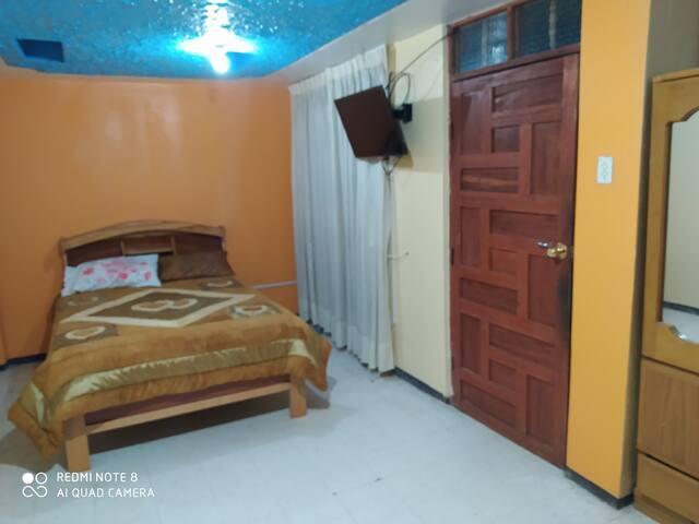 una Habitacion con baño privado