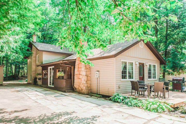 Cedar Trail Cottage at Boat Lake. A Quiet Escape..
