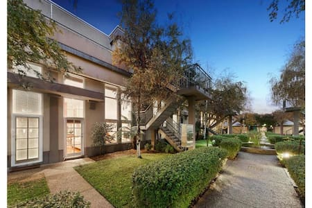 Large, light-filled, secure home in Fitzroy North - Fitzroy North