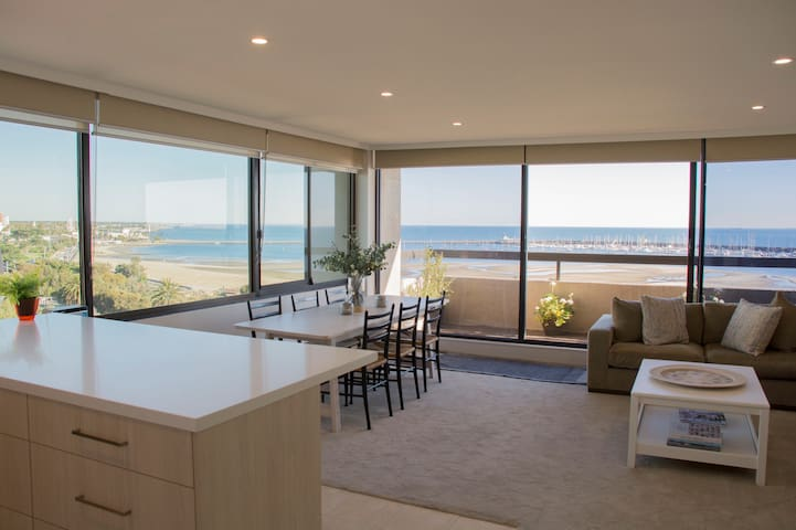St Kilda Beach apartment with amazing views