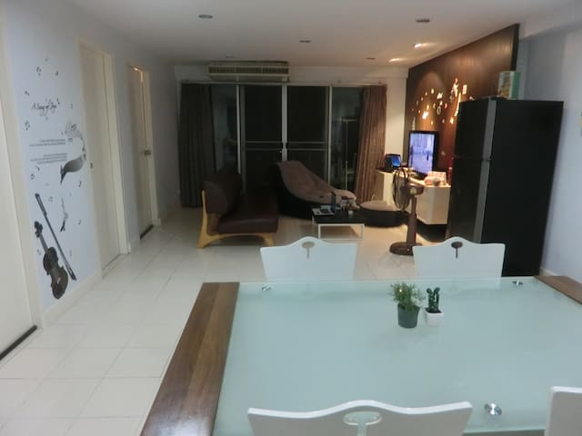 Private room in a nice apartment ideally located - Bangkok