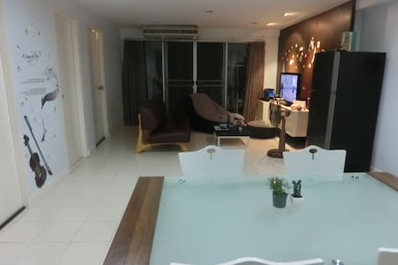 Private room in a nice apartment ideally located - Bangkok - Apartment
