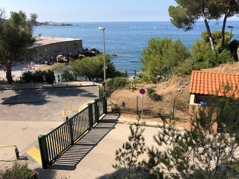 Bandol, studio private parking 50m from the beach