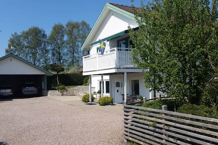 Golf, beach and Halmstad city at walking distance - Rumah