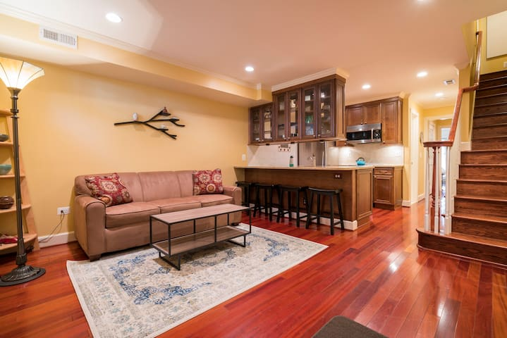 Renovated One Bedroom Apt in Historic Old Town