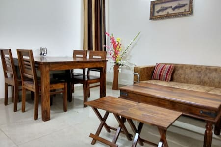 Bright, Peaceful Guest Suite Close to Saket Metro
