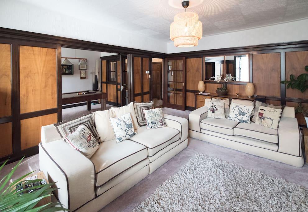High st apt pool table free wifi kirkcaldy for Living room kirkcaldy