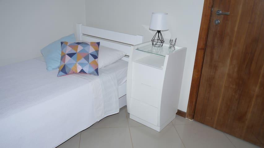 Bi cama e café da manhã na Barra da Tijuca (split)